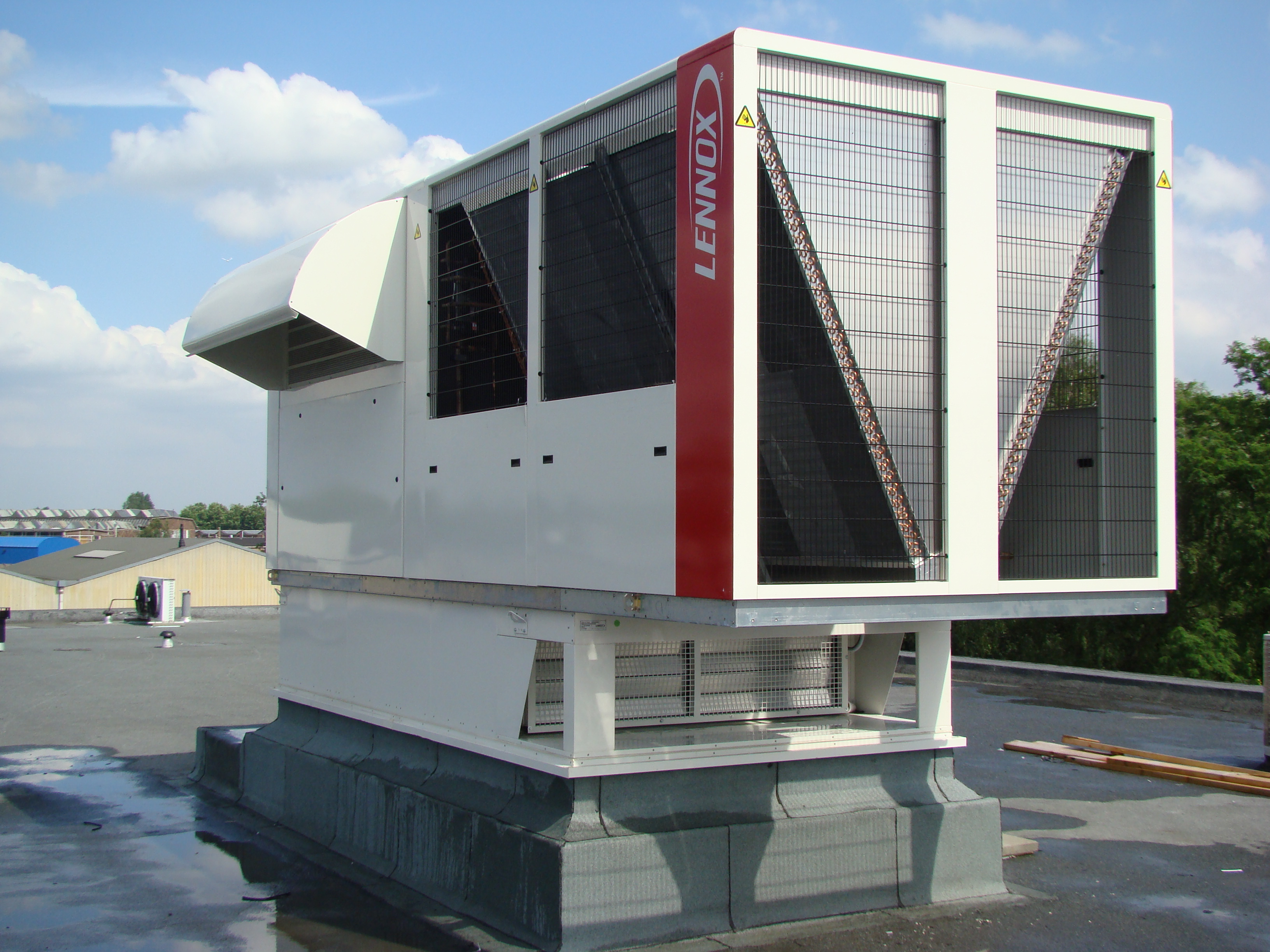 Image of a Lennox roof top commercial hvac unit